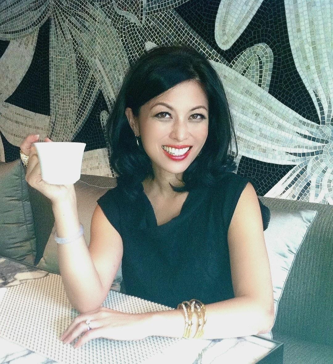 Joy Chen 陈愉 drinks coffee with you